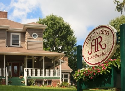 Voted one of the USDA's top 25 B&Bs;. 7 individual rooms & suites, private bathrooms, fireplaces, free Wi-Fi, games room, mountain views, complimentary breakfast, beverages & afternoon baked treats.