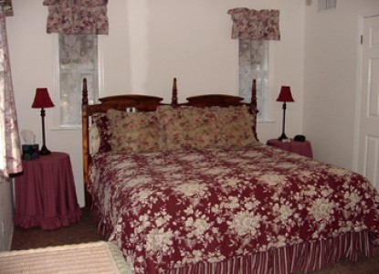 A romantic & cozy Inn situated on 5.5 acres near Yosemite National Park serving uniquely gourmet breakfasts each morning.