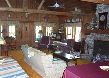 Ethridge Farm Log Cabin Bed and Breakfast living room