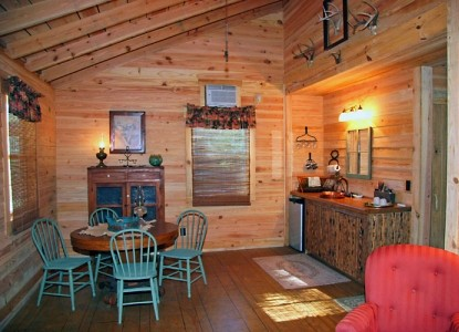 Ethridge Farm Log Cabin Bed and Breakfast dining table