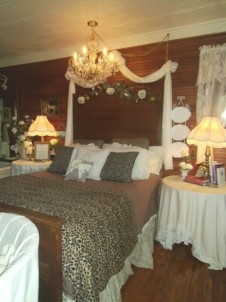 Miss Lissia's Carriage House/Cottage bedroom