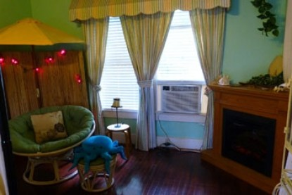 Avenue O Bed and Breakfast-South Pacific Room