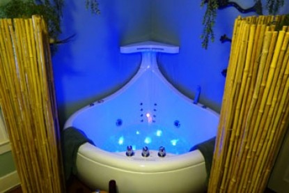 Avenue O Bed and Breakfast-Rainforest Tub