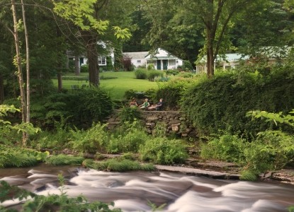 Woodstock Inn on the Millstream outdoors