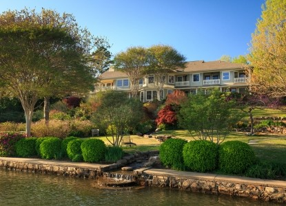Lookout Point Lakeside Inn: A sanctuary for peace & tranquility, comprehensive pampering, and luxury. Named in the Top 25 Small Hotels!