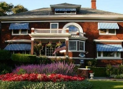 Beazley House, A Napa bed and breakfast Inn. Delicious breakfasts, comfortable rooms, exquisite gardens and gracious hosts.