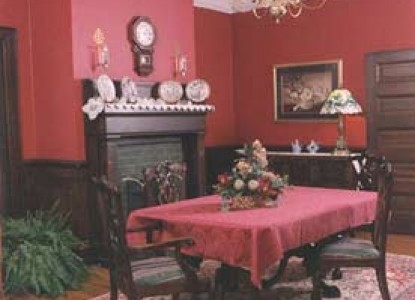 Songbird Manor Bed & Breakfast, main room
