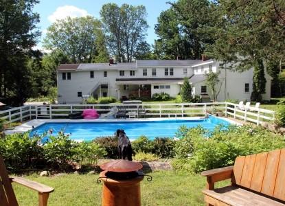 Buttonwood Inn pool view