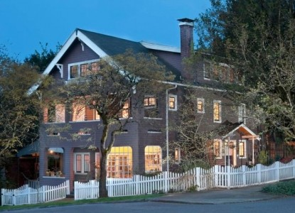 19th century home located one block from beautiful Willamette Park, with its magnificent Willamette Waterfront Greenway.