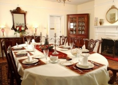 Maysville Manor - Dining Table