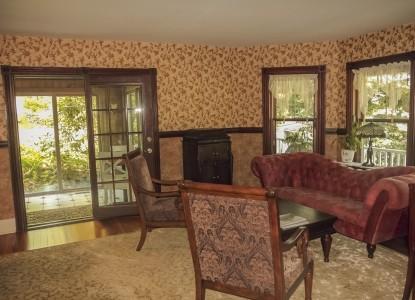 The Ogunquit Inn-Living Room