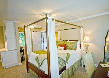 Bed and Breakfast on Tiffany Hill Mountain Brook Suite