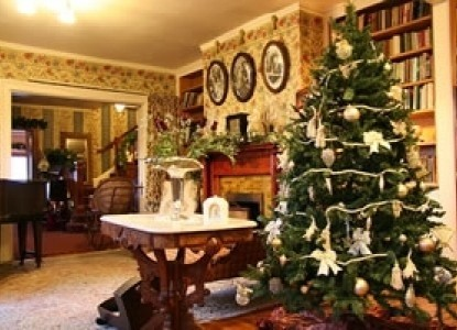 Martine Inn-Christmas Tree