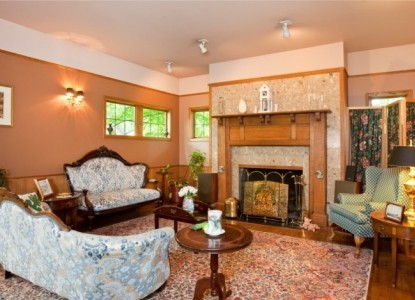 The Bacon Mansion Bed & Breakfast-Sitting Room