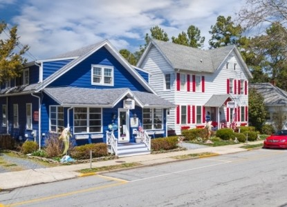 Pet Friendly Bewitched themed '60s TV Sitcom.! Bedazzled B&B is GOLDEN age of Hollywood. Gourmet breakfast is included. Resort, ocean, dining, night life, we are just steps from it all