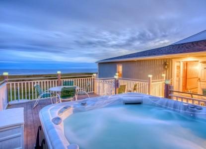 Seaside Inn 2nd floor deck and hot tub