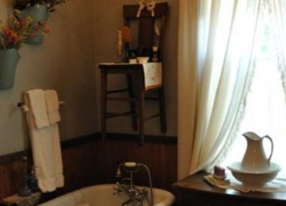 Holly Hill Homestead & Retreat-Lady Bird Room