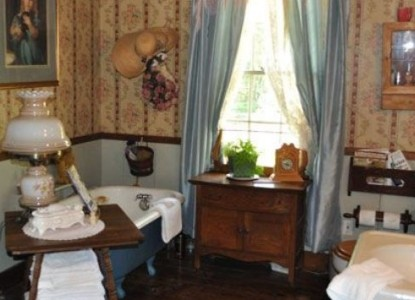 Holly Hill Homestead & Retreat-Callaway Room
