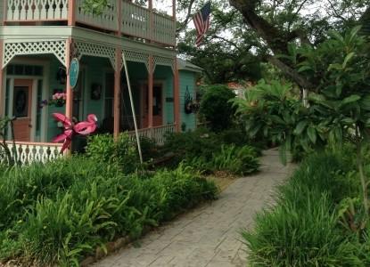 Cedar Key Bed & Breakfast, courtyard