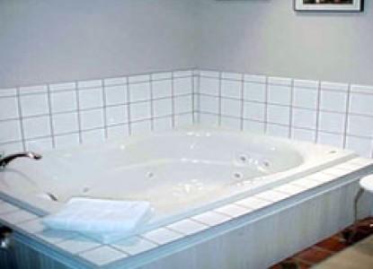 Belhaven Water Street Bed & Breakfast, Ltd.-Belhaven Room bathroom