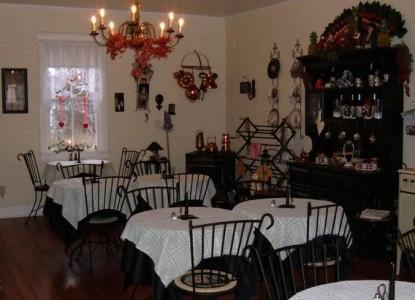 Corner George Inn Bed & Breakfast, tea garden dining area