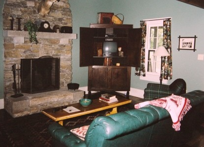 Lairdland Farm Bed & Breakfast Cabins, Springhouse Cabin fireplace