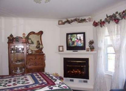 Dutch Colonial Inn Bed and Breakfast garden room fireplace
