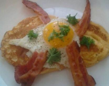 The Beach Drive Inn Bed & Breakfast eggs and bacon