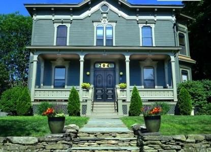 Made Inn Vermont front of inn