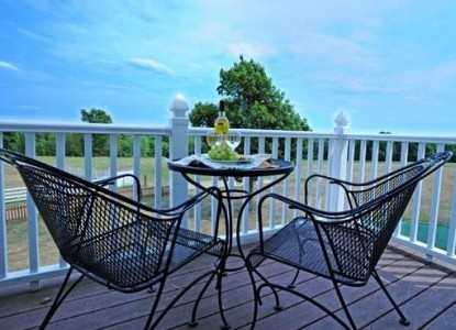 Red Maple Inn Bed & Breakfast patio chairs
