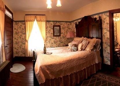Bechtel Victorian Mansion Bed & Breakfast Inn balcony suite