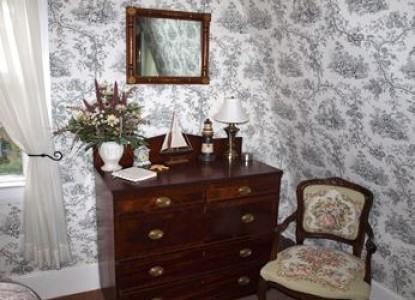 Inn at Tanglewood Hall dresser