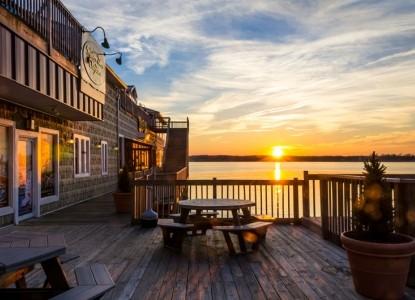 Solomon's Victorian Inn,  sunset