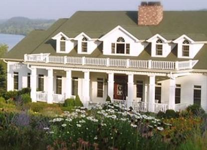 Whitestone Country Inn farmhouse