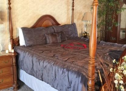 Donna's Premier Lodging- Bridal Suite Bedroom