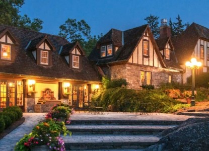 Named in the top 10 B&B's in the US! 18 luxurious accommodations with upscale amenities featuring a fine dining restaurant and full service spa.