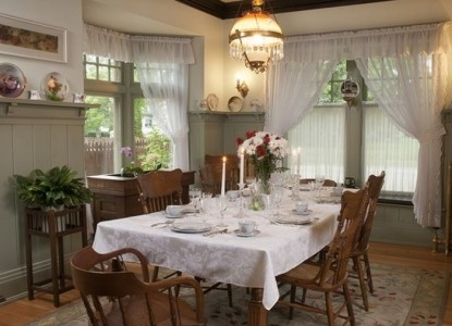 Red Forest Bed and Breakfast-Dining Table