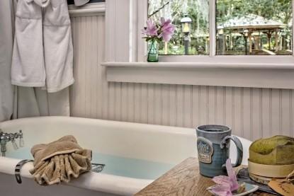The Magnolia House Inn, Jasmine Bathroom