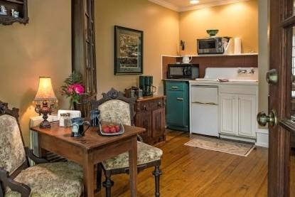 The Magnolia Plantation Inn, lounge