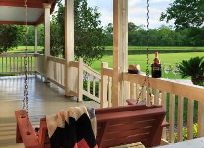 Private, authentic Cajun cottages located in the heart of Cajun Country in Rayne, just 15 minutes from Lafayette, Louisiana. This quaint setting is perfect for your romantic getaway!