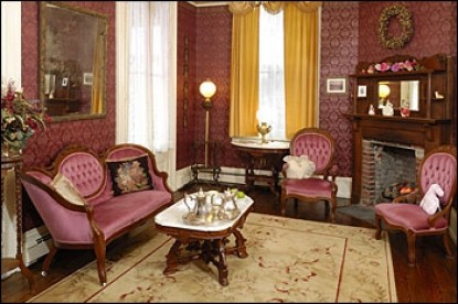Bedford Inn Victorian Bed & Breakfast, dining table
