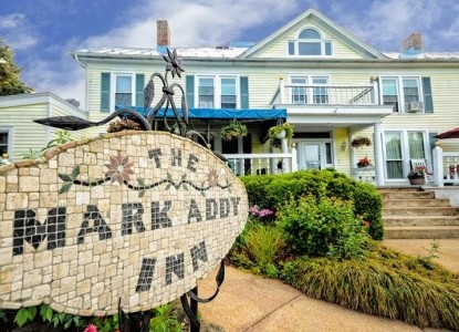 A Blue Ridge Mountain Inn on the Brew Ridge Trail and Nelson 151 with 7 wineries, 3 craft breweries, a cidery and a distillery within 8 miles! Near Wintergreen, Waynesboro and Charlottesville.