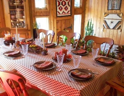 Cascade Hollow lodge Bed and Breakfast, dining area