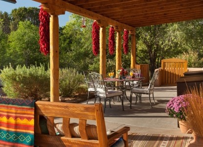 Authenticity, comfort AND easy access to Santa Fe, Taos, ancient ruins, hot springs, Pueblos & more! Mountain views, full breakfast, fireplaces. Pet-friendly! Experience