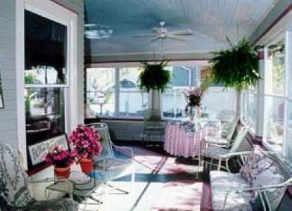 932 Penniman - A Bed and Breakfast Porch
