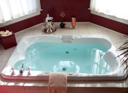 932 Penniman, A Bed and Breakfast, jacuzzi tub