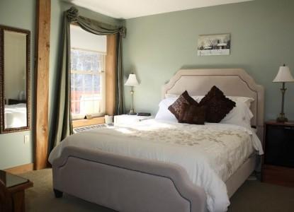 Olde World, bedroom