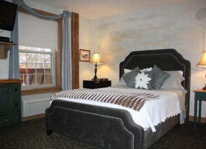 The Barn Inn Bed & Breakfast, holmes room