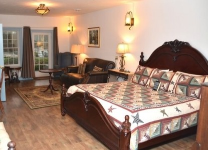 Battlefield Bed & Breakfast Inn bedroom