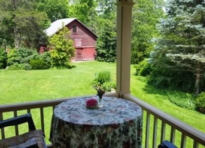 The Hummingbird Inn-Porch